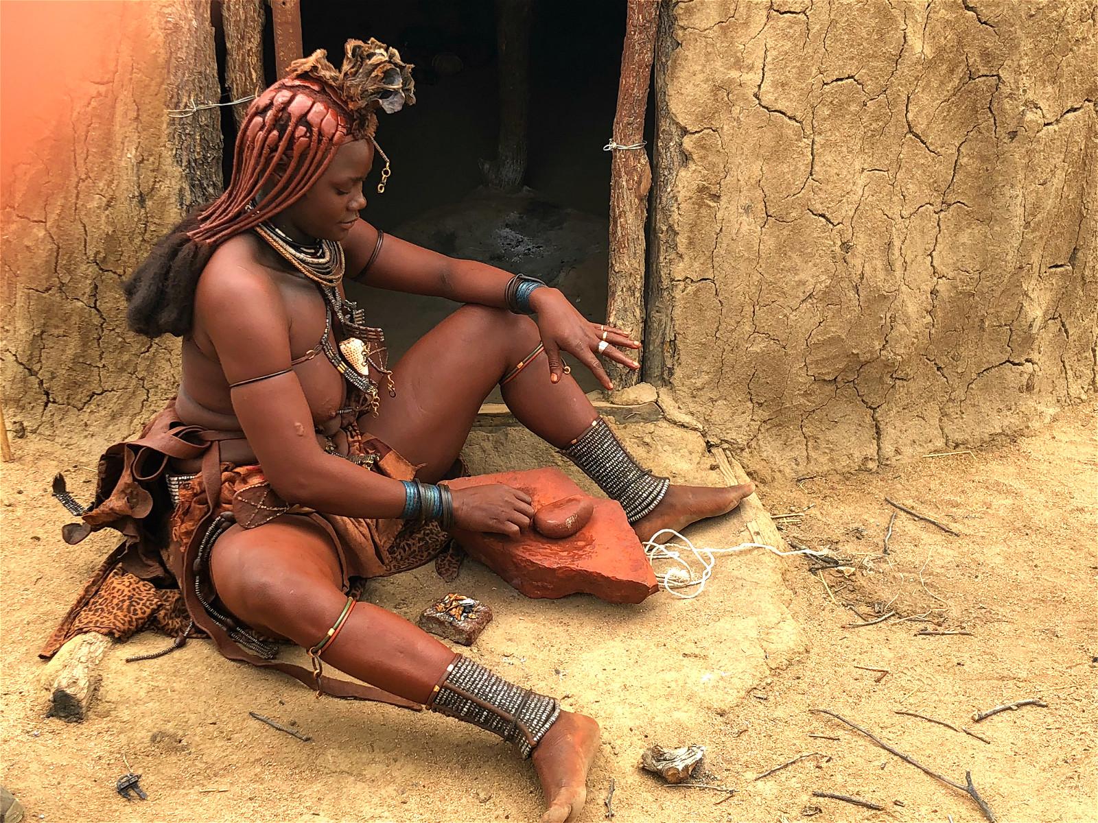 Nous visitons le peuple mythique de la Namibie, les Himbas