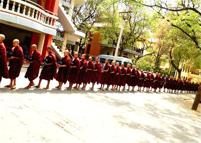 JOUR 4:  Mandalay - Sagaing – Amarapura