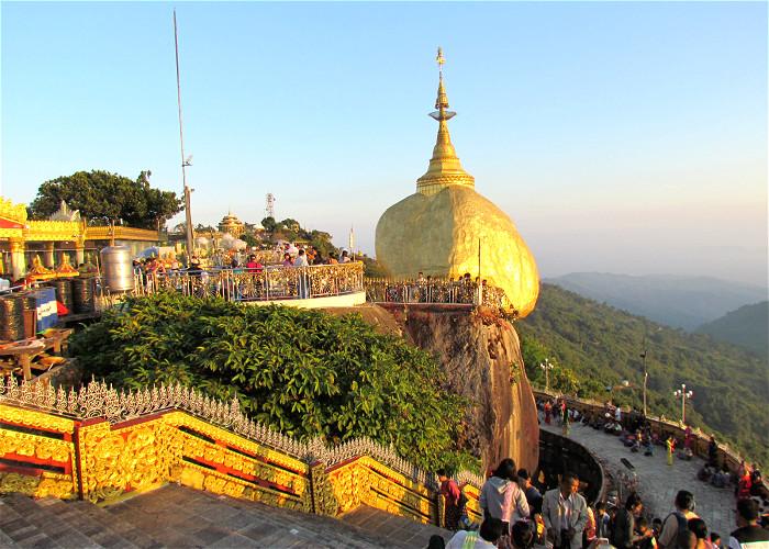 JOUR 18:  Yangon – Rocher D'or